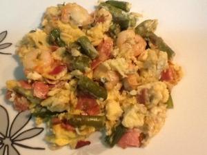receta Huevos revueltos con espárragos.