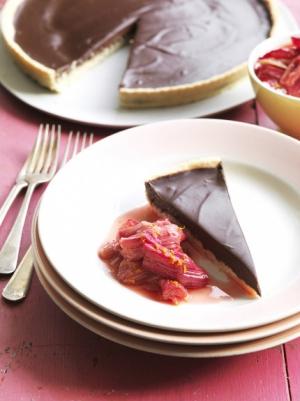 receta Tarta de chocolate y ruibarbo de Jamie Oliver